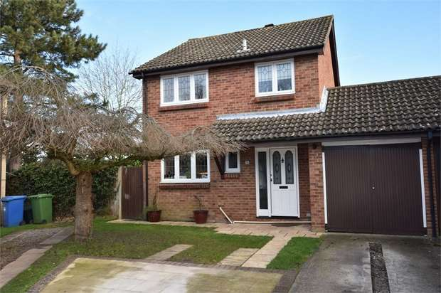 3 Bedrooms Semi Detached House for sale in Blackcap Place, Owlsmoor, Sandhurst, Berkshire