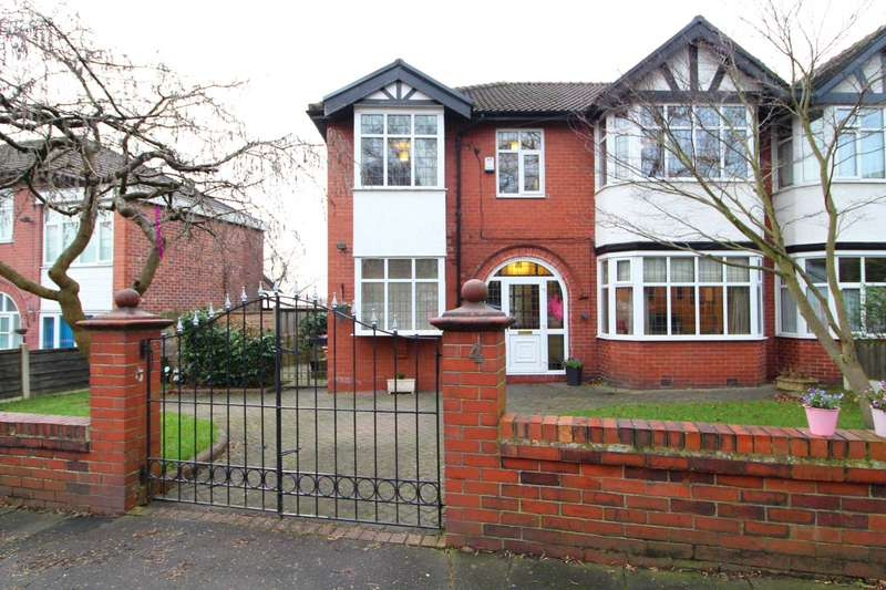 4 Bedrooms Semi Detached House for sale in Moorside Road, Salford