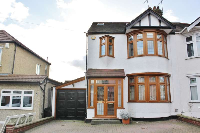 4 Bedrooms Semi Detached House for sale in Danbury Way, Woodford Green