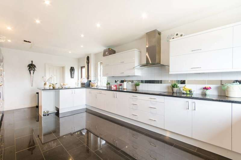 5 Bedrooms Detached House for sale in Orchard Close, Dollis Hill, NW2