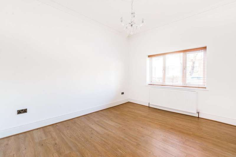 1 Bedroom Flat for sale in Trumpington Road, Forest Gate, E7