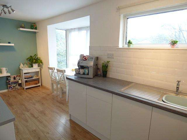 2 Bedrooms Town House for sale in Heather Close, Locking Stumps, Warrington