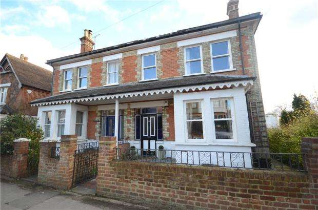 4 Bedrooms Semi Detached House for sale in Hale Road, Farnham, Surrey