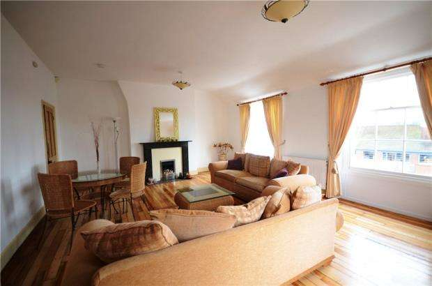 2 Bedrooms Apartment Flat for sale in Elmhyrst, East Street, Farnham