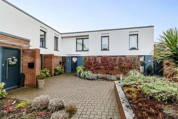 3 Bedrooms Terraced House for sale in Elmgrove Road, Weybridge, Surrey
