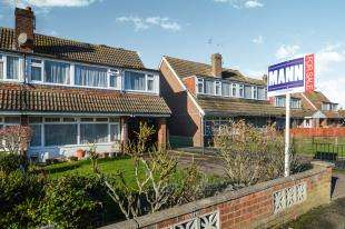 5 Bedrooms Semi Detached House for sale in Cleves Way, Ashford, Kent, .