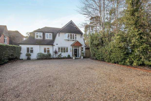 4 Bedrooms Detached House for sale in Woking, Surrey