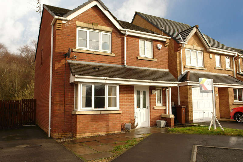 3 Bedrooms Detached House for sale in Penwell Fold, Oldham