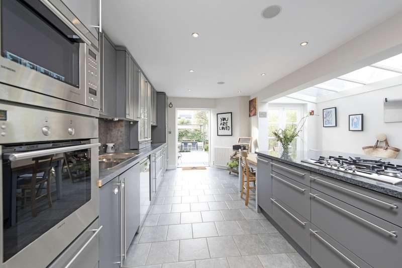 5 Bedrooms Terraced House for sale in Wroughton Road, Battersea, London