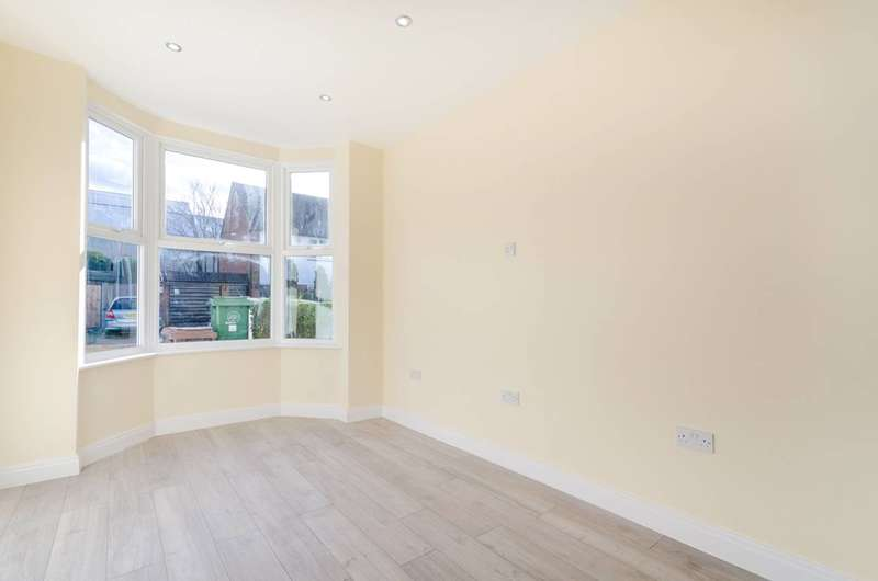 3 Bedrooms Terraced House for sale in Vale Road, Sutton, SM1