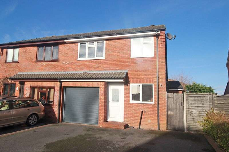 3 Bedrooms Semi Detached House for sale in Wessex Close, Princess Park, Christchurch