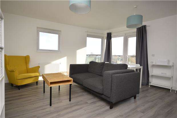 2 Bedrooms Flat for rent in Otter Drive, Carshalton, Surrey