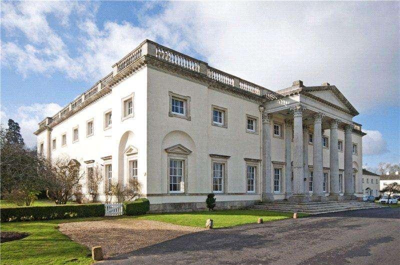 2 Bedrooms Flat for sale in Shardeloes, Missenden Road, Amersham, Buckinghamshire, HP7