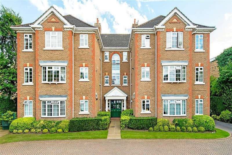 2 Bedrooms Flat for sale in Admirals Court, Eastbury Avenue, Northwood, Middlesex, HA6