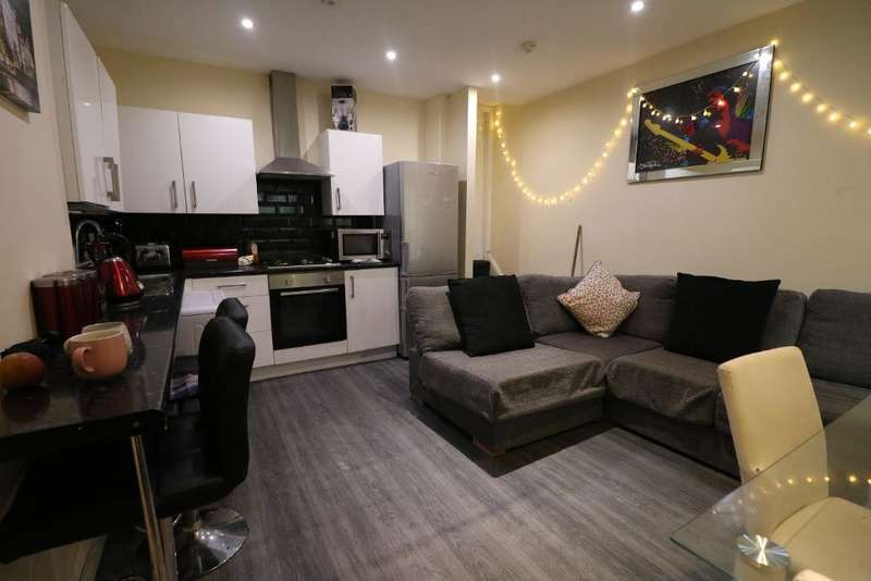 4 Bedrooms House Share for rent in Smithdown Road, Wavertree, Liverpool, L15 5AJ