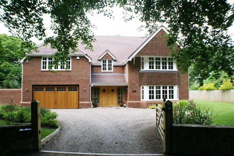 5 Bedrooms Detached House for sale in The Narth, Monmouth