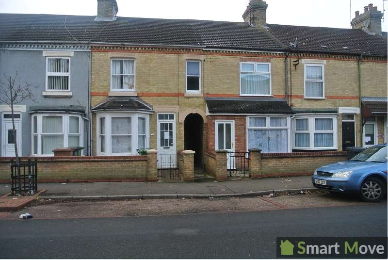 3 Bedrooms Terraced House for rent in Belsize Avenue, Peterborough, Cambridgeshire. PE2 9HY