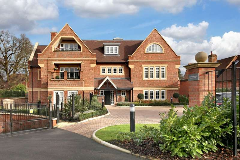 3 Bedrooms Apartment Flat for sale in Marchington House, Grove Road, Beaconsfield, HP9