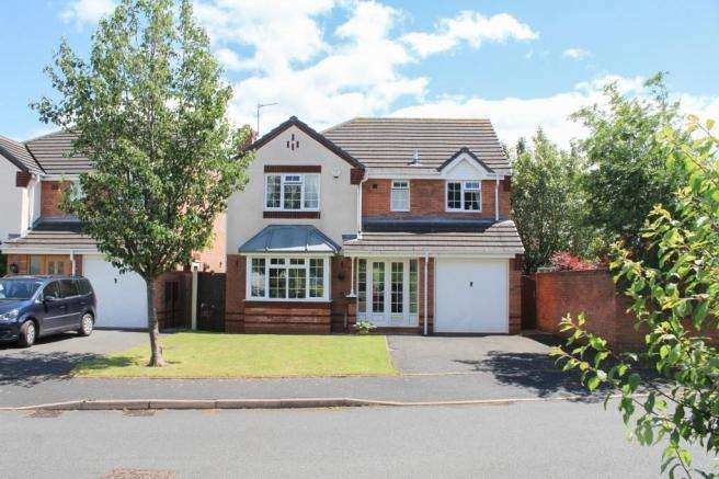 4 Bedrooms Detached House for sale in 28 Deer Park Drive, Newport, Shropshire, TF10 7HB