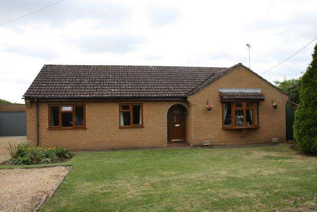 3 Bedrooms Detached Bungalow for sale in Bridge Lane, Wimblington, PE15