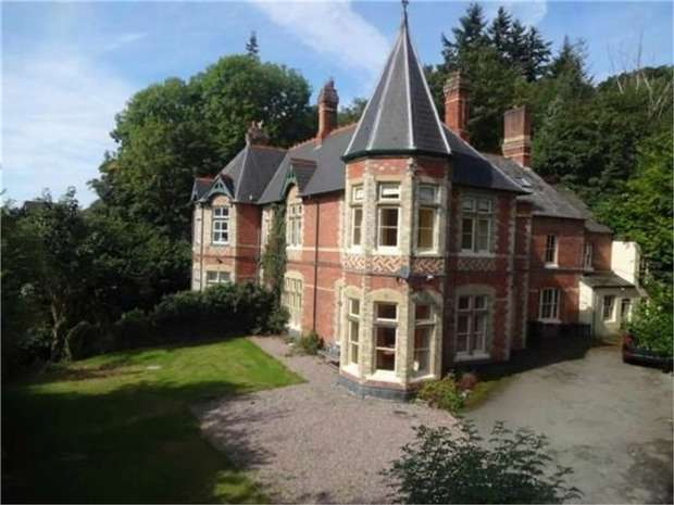 4 Bedrooms Country House Character Property for sale in Milford Road, Newtown, Powys