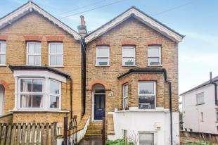 2 Bedrooms Flat for sale in Ravensbourne Road, Bromley, Kent, Uk