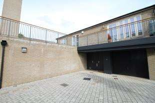 2 Bedrooms Maisonette Flat for sale in Otway Road, Chichester, West Sussex