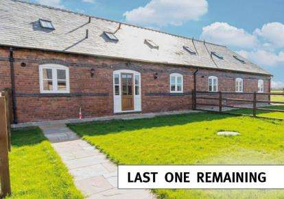 4 Bedrooms House for sale in Cornish Hall Barns, Holt, Wrexham, LL13