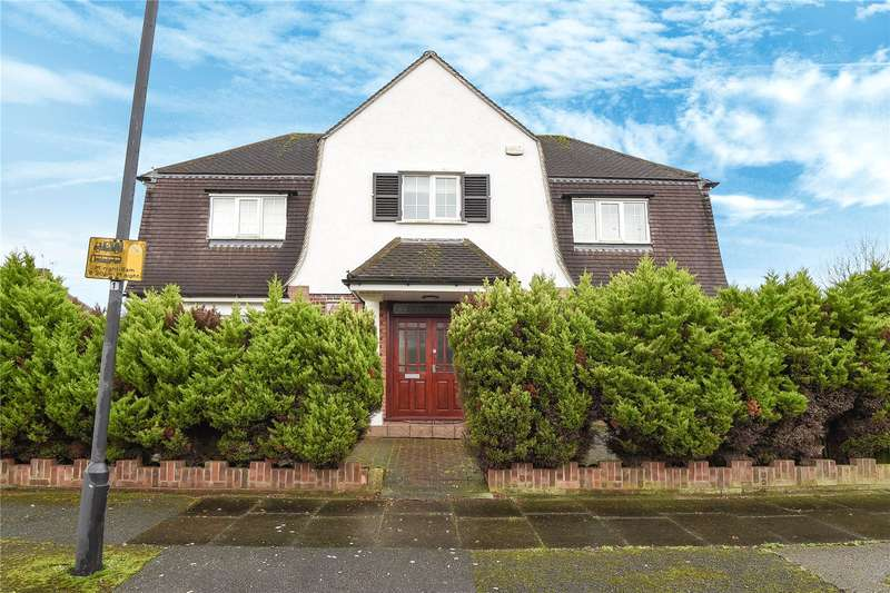4 Bedrooms Detached House for sale in Rosecroft Walk, Pinner, HA5