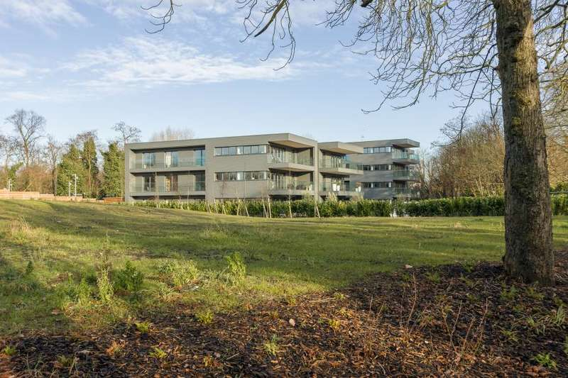 2 Bedrooms Apartment Flat for sale in Halcyon Close, Barnes, SW13