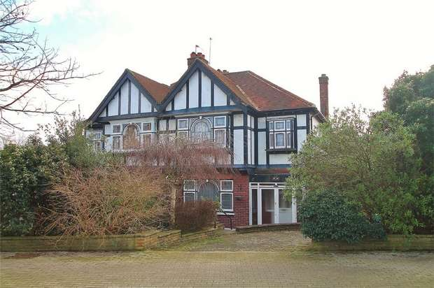 3 Bedrooms Semi Detached House for sale in East End Road, East Finchley, N2