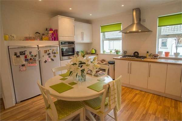 3 Bedrooms Flat for sale in 17 Higher Church Street, Hayle, Cornwall