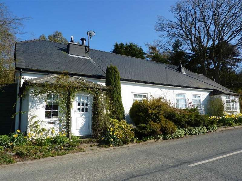 3 Bedrooms Detached House for sale in Llanrwst Road, Trofarth