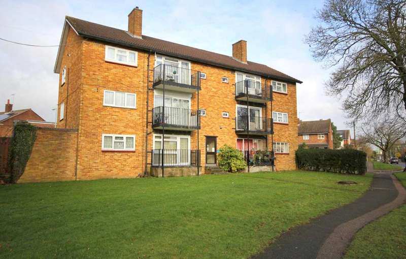 2 Bedrooms Apartment Flat for sale in 2 BED FIRST FLOOR WITH BALCONY IN Briery Way, HP2