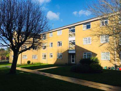 2 Bedrooms Flat for sale in 2 Gibson Road, Poole