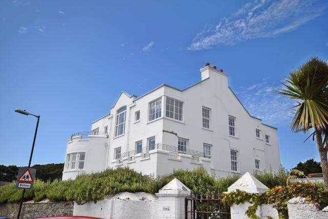 2 Bedrooms Apartment Flat for sale in Douglas Street, Castletown, IM9 1BD