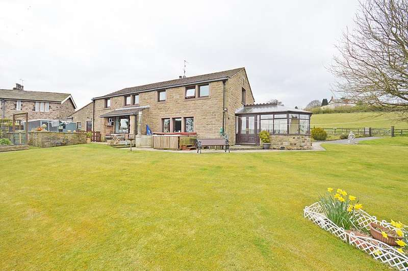 5 Bedrooms Detached House for sale in Whitemoor View, Red Lane, Colne