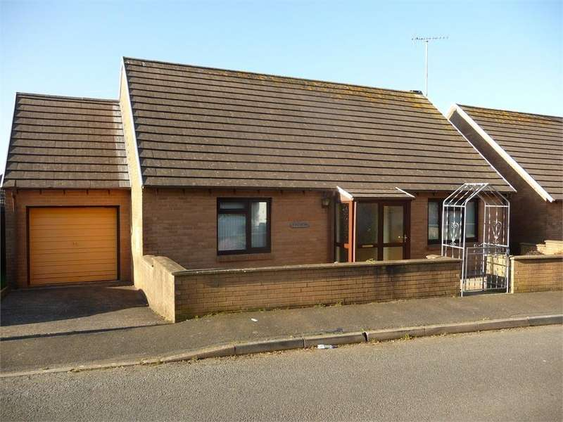 2 Bedrooms Detached Bungalow for sale in 2 Anthorn Close, Penwallis, Fishguard, Pembrokeshire