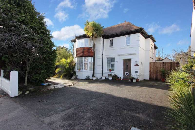 5 Bedrooms Detached House for sale in Garrison Lane, Felixstowe