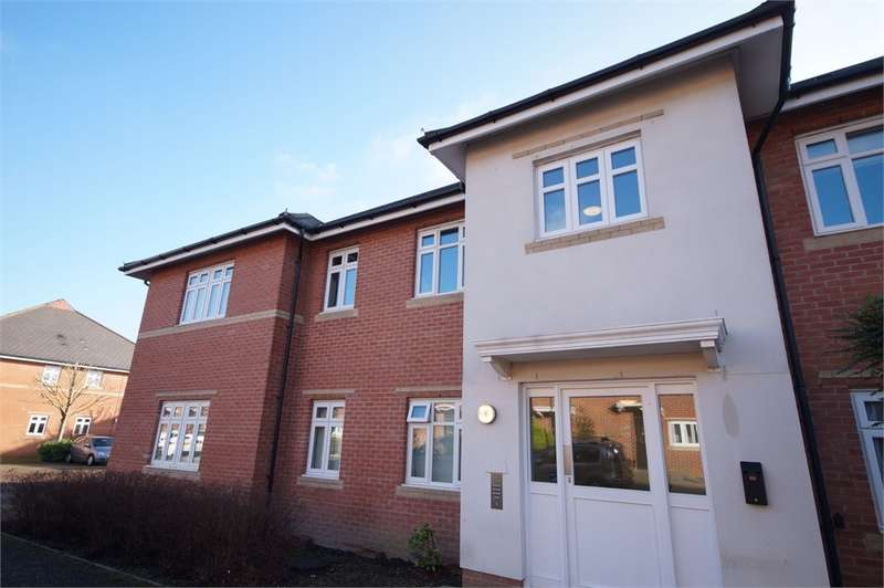 2 Bedrooms Flat for sale in Gabriels Square, Lower Earley, READING, Berkshire