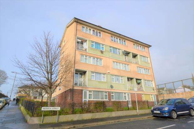 3 Bedrooms Maisonette Flat for sale in Stoke Road, Plymouth, Devon