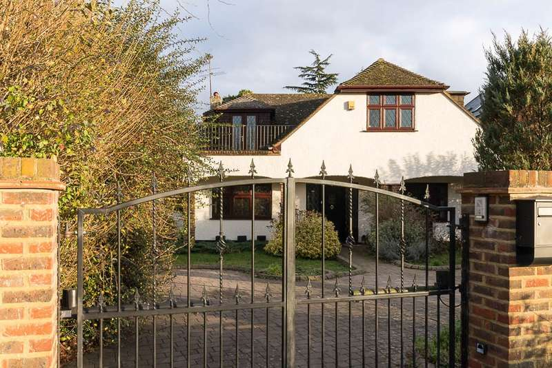 4 Bedrooms Detached House for sale in The Avenue, Wraysbury, TW19