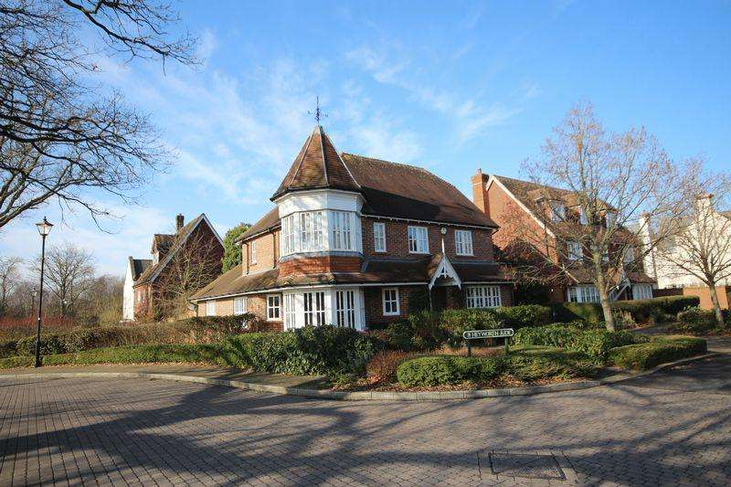 5 Bedrooms Detached House for sale in Heyworth Ride, Haywards Heath