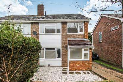 3 Bedrooms Semi Detached House for sale in Sunningdale, Luton, Bedfordshire, England