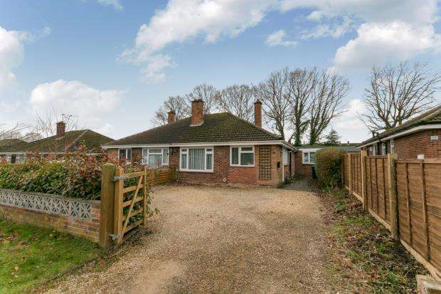 3 Bedrooms Bungalow for sale in Tadley, Hampshire, England