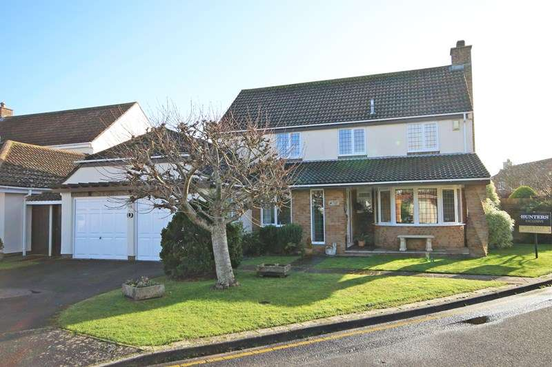 4 Bedrooms Detached House for sale in Medina Way, Christchurch