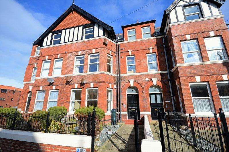 2 Bedrooms Apartment Flat for sale in Ladysmith Avenue, Whitby