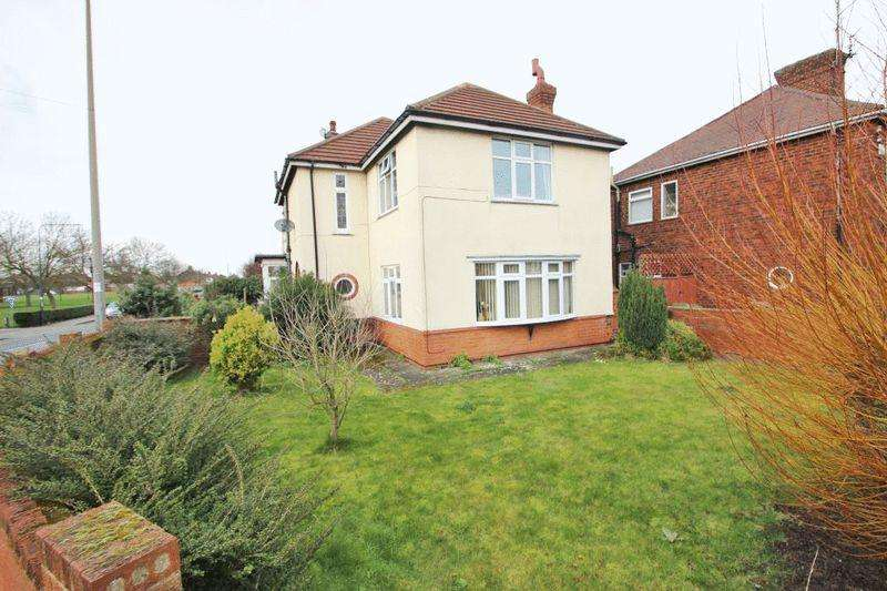 4 Bedrooms Detached House for sale in CLEE ROAD WITH ANNEX, CLEETHORPES