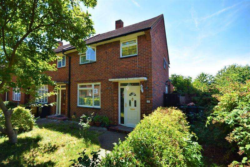 3 Bedrooms Semi Detached House for sale in Hedgemans Way, Dagenham