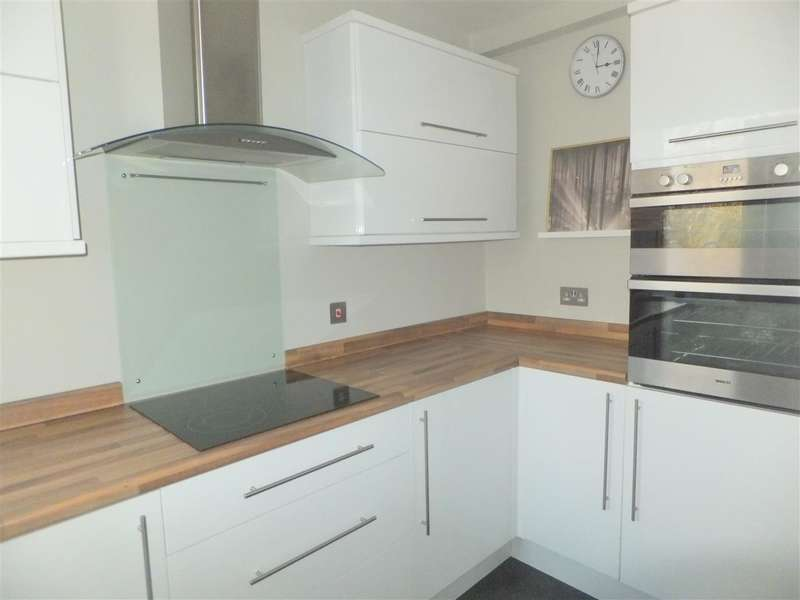 2 Bedrooms Apartment Flat for rent in Meade Close, Rainhill